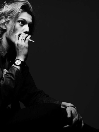 2009-Shoot-for-VMan-magazine-jamie-campbell-bower-9273130-675-900 (338x450).jpg